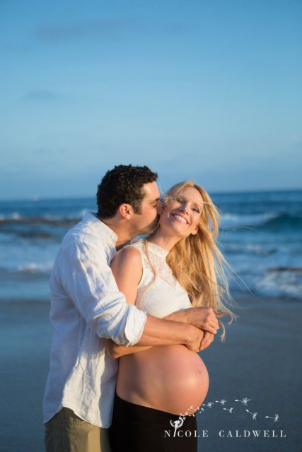 laguna-beach-maternity-pictures-nicole-cadlwell-studio-10