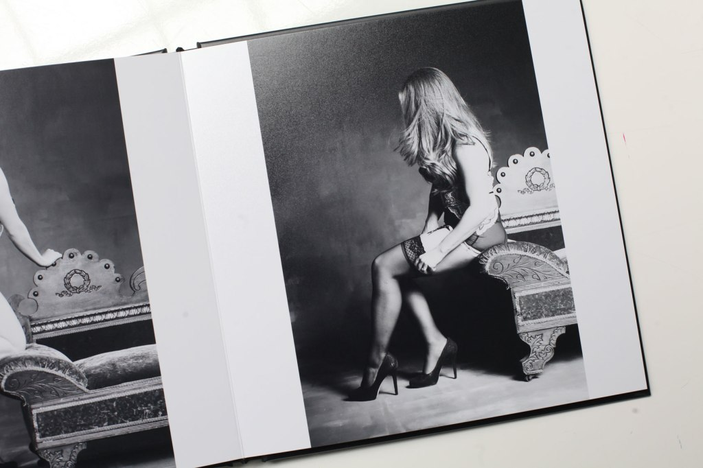 boudoir_album_grooms_gift_nicole_caldwell_studio_004