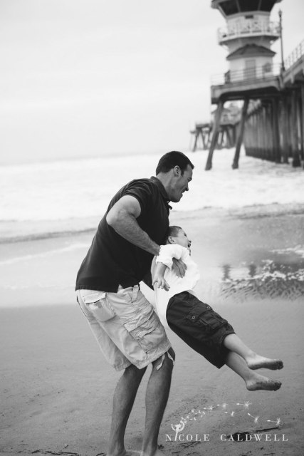 Huntinton_beach_pier_locations_for_family_photographs_nicole_caldwell_studio07