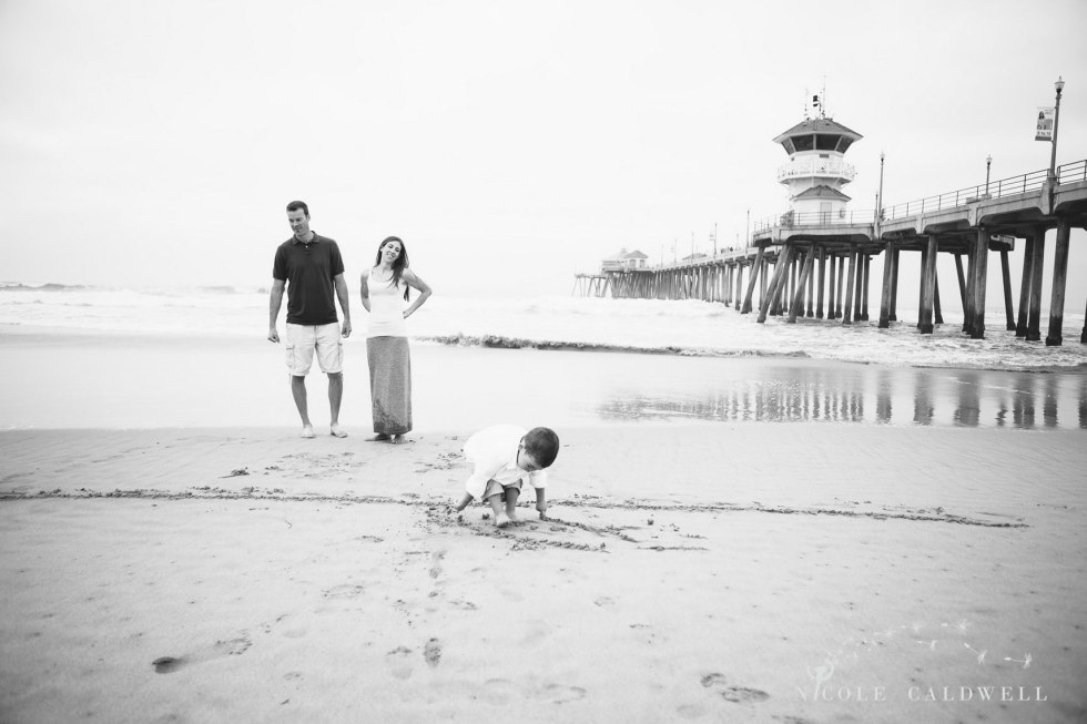 Huntinton_beach_pier_locations_for_family_photographs_nicole_caldwell_studio13