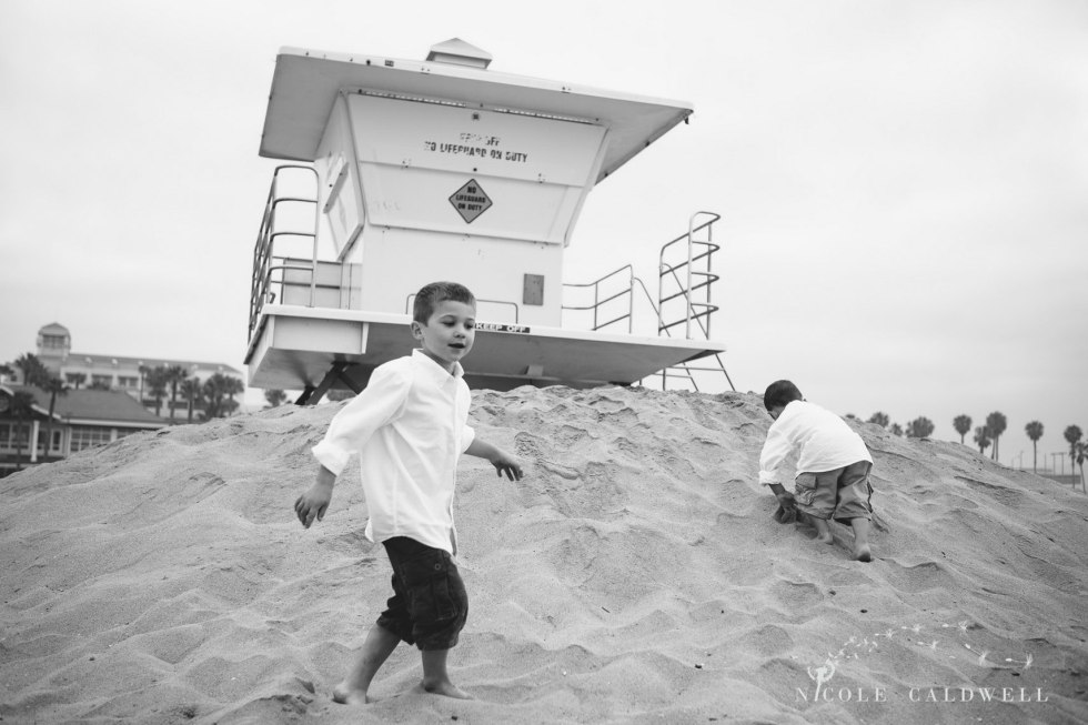 Huntinton_beach_pier_locations_for_family_photographs_nicole_caldwell_studio16