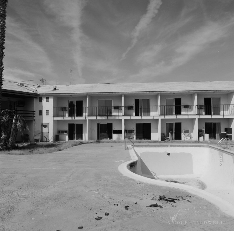 royal-hawaiian-motel-baker-california-05