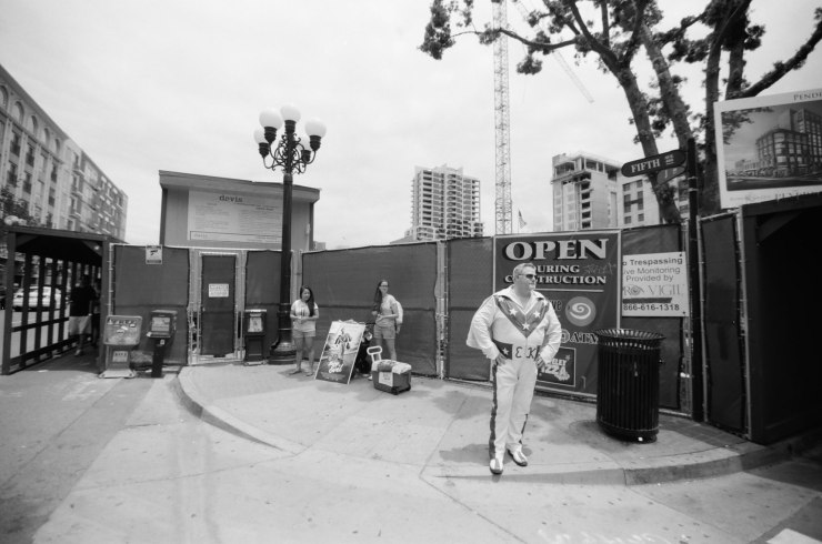 comic-con-san-diego-black-and-white-film-photographs-Nicole-Caldwell-22