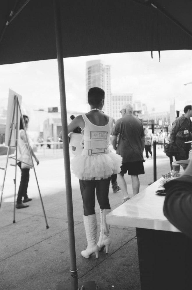 comic-con-san-diego-black-and-white-film-photographs-Nicole-Caldwell-47