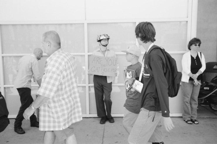 comic-con-san-diego-black-and-white-film-photographs-Nicole-Caldwell-a14