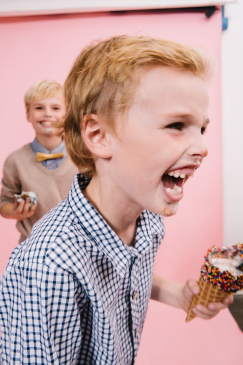 fun different family photos ice cream studio photographs nicole caldwell 27
