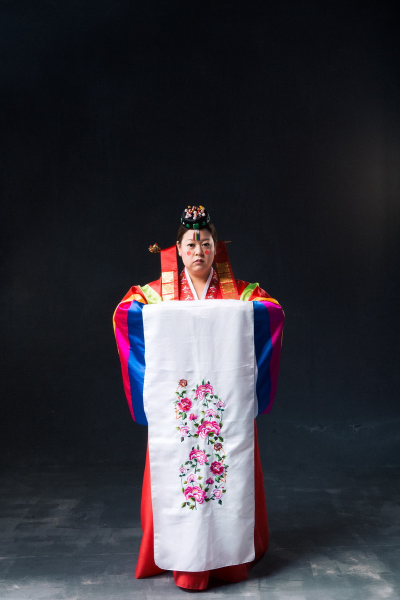 studio-engagement-photography-traditional-korean-wedding-attire-04