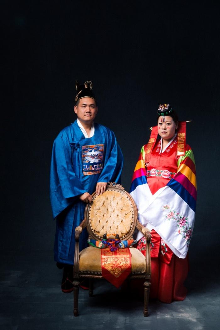 studio-engagement-photography-traditional-korean-wedding-attire-08